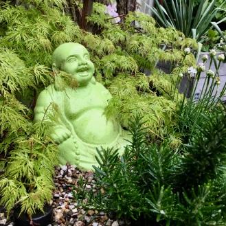 laughing Buddha - einer von zweien, die sich gegenseitig auslachen, weswegen sie den Weg in meinen Garten fanden.